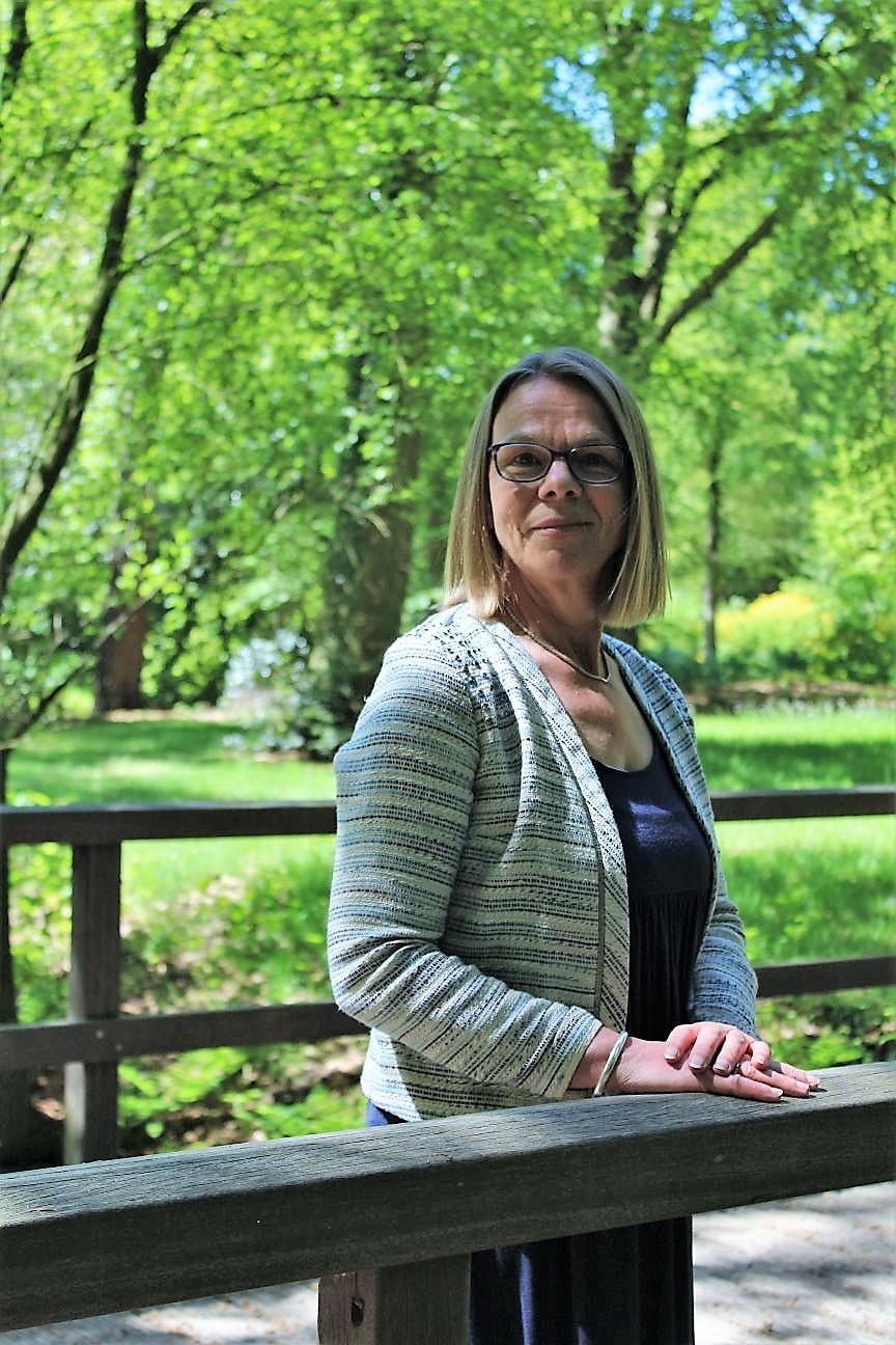 Portretfoto van uitvaartverzorgster Inge Miltenburg